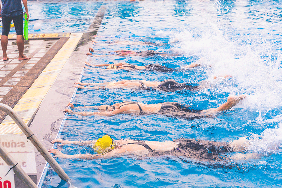 http://montreux-natation.ch/wp-content/uploads/2021/01/girls-learning-to-swim-in-swimming-pool.png